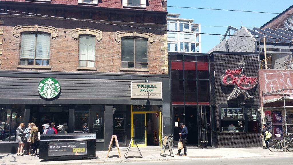 Magazinul vintage Tribal Rhythm si cafenea de clatite