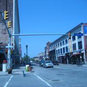 Asa arata Strada Chippewa in 2012 (strada Franklin se intersecteaza cu Chippewa)
