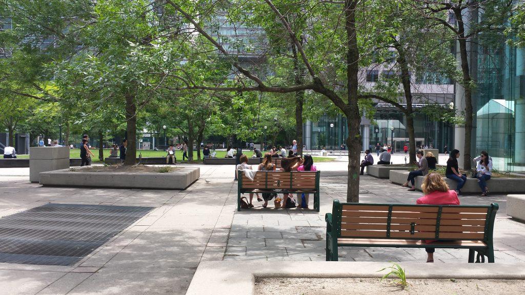 Piata David Pecaut Square, locul unde s0a desfasurat Toronto Fashion Week pana in acest an