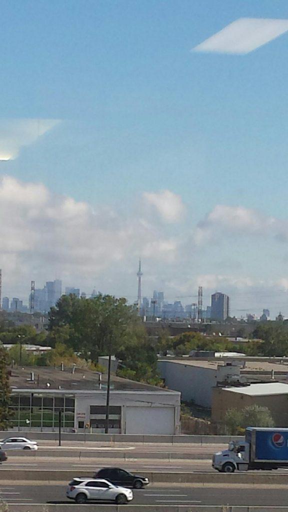 Vedere din vestul Toronto-ului, strada The West Mall. Poza facuta din biroul meu la job.